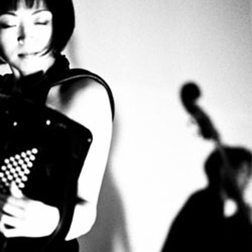 """.: interlúdio [em caixinhas de música] :. Yuko Ikoma & Cécile """"Colleen"""" Schott"""