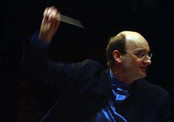 O violinista e regente Andrew Manze