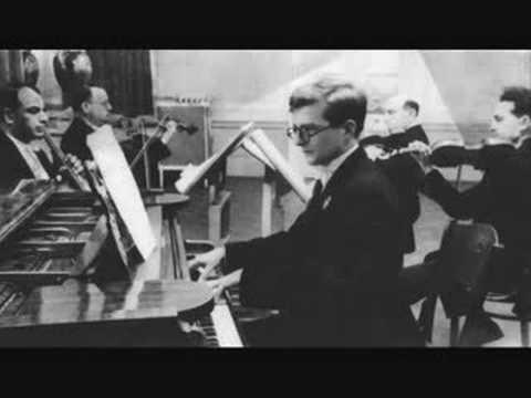 Shostakovich e sua turma na estreia do fantástico Quintetão