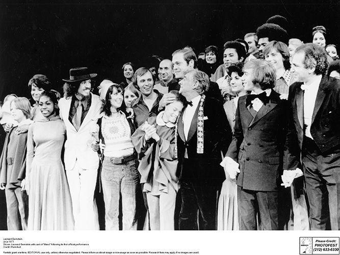 Estreia da Missa de Leonard Bernstein no Carnegie Hall