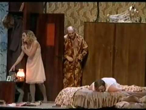 """Cena de uma montagem da ópera """"Life with an idiot"""""""