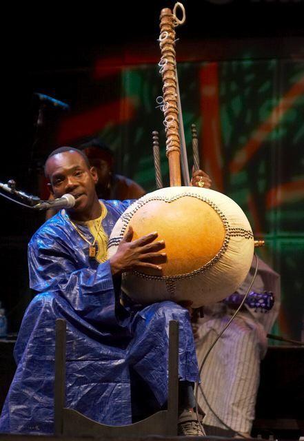 .: interlúdio :. Toumani Diabaté: The Mandé Variations