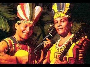 Mussaperê e Herundi, vestidos para inglês ver