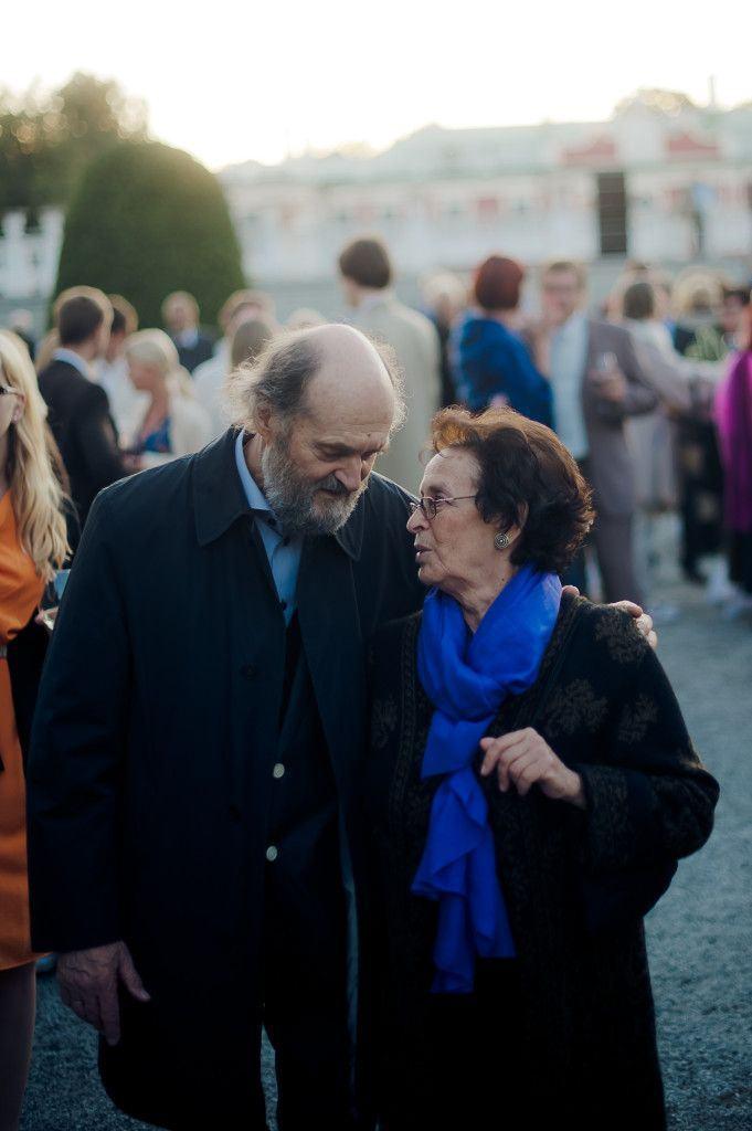 Nora Pärt: Quero saber direitinho quem é essa tal de Alina quando chegarmos em casa viu...
