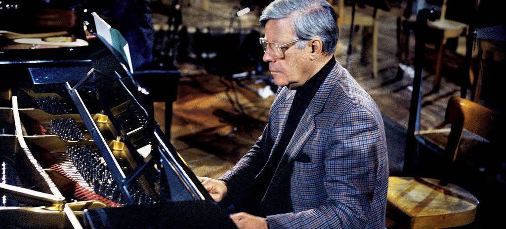 Entre Bach e Mozart, e entre Reagan e Brezhnev: o chanceler e pianista Helmut Schmidt (1918-2015)