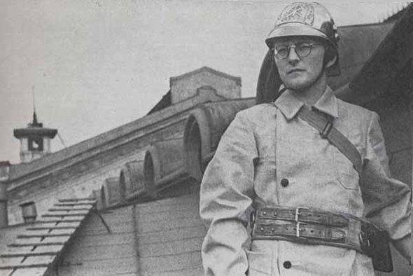 Shosta foi bombeiro durante a Segunda Guerra Mundial