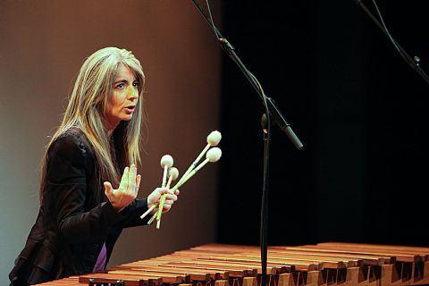 Evelyn Glennie. Provavelmente a melhor percussionista do mundo, e certamente a melhor coisa deste álbum.