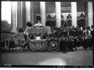 Funeral de Saint-Saëns: saída da igreja La Madeleine