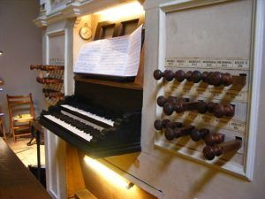 Os dois teclados onde Leonhardt tocava antes da fama internacional