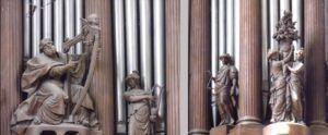 Detalhes da fachada do órgão de St. Sulpice