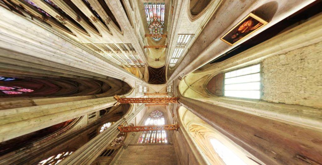 """Catedral de Beauvais: """"ereta, enquanto as tempestades de seis séculos derrubaram todos os outros abrigos sociais, políticos ou jurídicos."""" (Henry Adams)"""