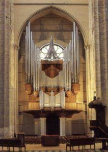 Órgão de Beauvais, com tubos de 1530 a 1979