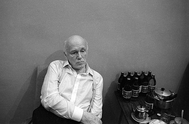Sviatoslav Richter pensando em levar todas aquelas cervejas ali sem que ninguém note