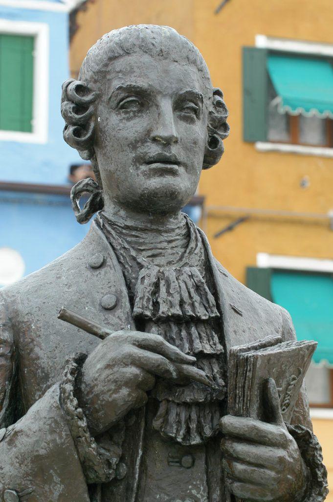 Galuppi, também com cabelos cacheados seguindo a moda do século 18