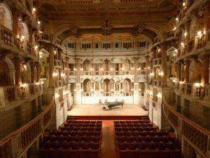 Teatro Bibiena em Mantova, Itália, onde Mozart tocou aos 14 anos e Dalberto gravou obras de Debussy ao vivo