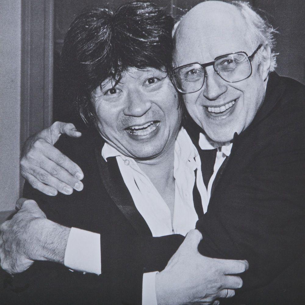 Seiji Ozawa com Rostropovich: daria tudo para falar com esses dois!