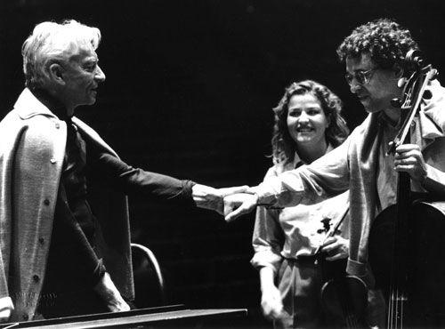 Karajan e Meneses se cumprimentam e... Como a idade fez bem a Mutter!