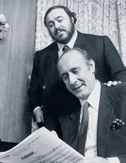 Luciano Pavarotti (1935-2007) e Henry Mancini (1924-1994) – Mamma