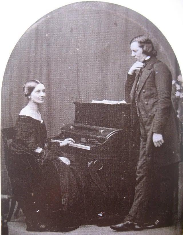 Robert Schumann (1810-1856): Quinteto e Quarteto para Piano, Op. 44 e 47