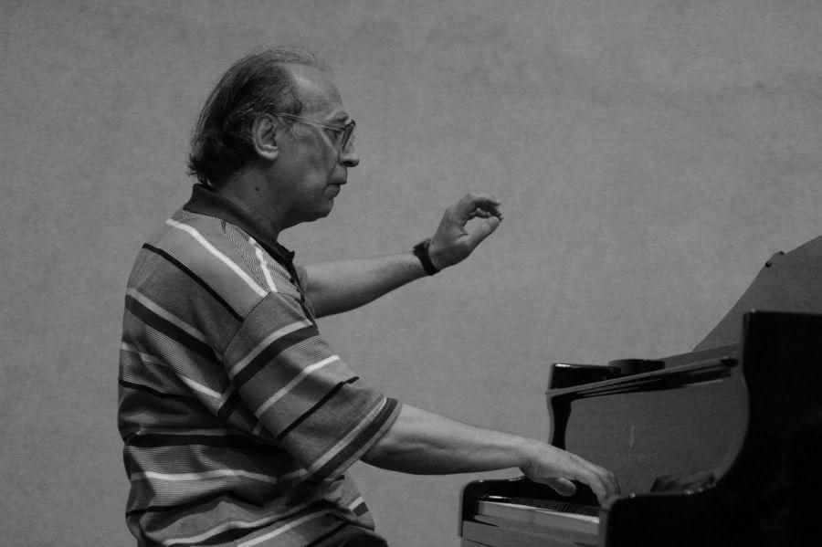 Valentin Silvestrov (1937): Fleeting Melodies (2008)