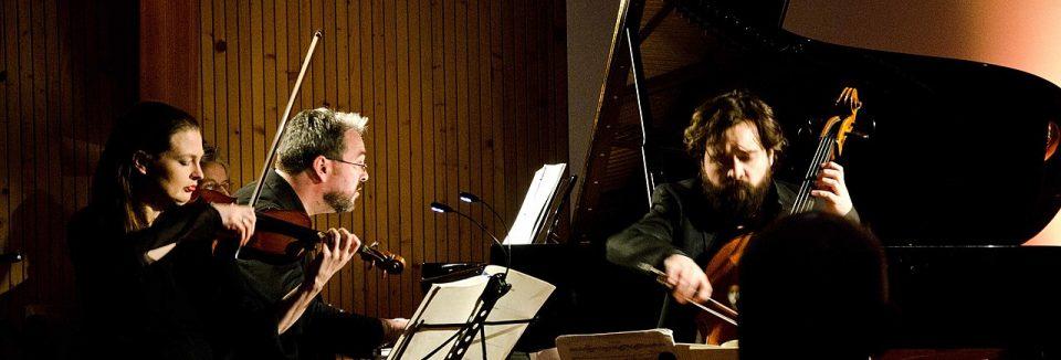 Cécile Chaminade (1857-1944) – Jean Françaix (1912-1997) – Claude Debussy (1862-1918) – Lili Boulanger (1893-1918): Trios com Piano – Atos Trio ֎